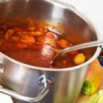 Essen wie die Ösis: Kartoffelgulasch am Lagerfeuer