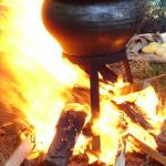 Ein kinderleichtes Rezept für den Klassiker am Lagerfeuer: Gulasch