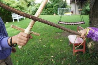 Outdoor Kinder Basteln Einen Säbel Aus Holz | Kinderoutdoor | Outdoor  Erlebnisse Mit Der Ganzen Familie
