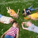Kindergeburtstagsspiele für eine Schnitzeljagd im Freien