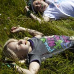 Klettersteig für Kinder über dem Bach