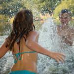 Schnitzeljagd am und im Wasser: Spielideen im kühlen Nass
