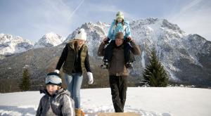 Im Karwendel gibt es auch im Winter einiges für Familien zu entdecken.  foto(c) Alpenwelt-karwendel