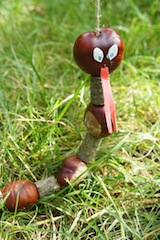 Basteln mit Kastanien: Fertig ist die Marionetten Schlange. Foto (c) kinderoutdoor.de