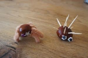 So sieht der fertige Igel aus einer Kastanie aus.  Foto (c) kinderoutdoor.de