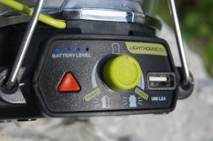 Alles auf einem Blick: Praktisch und einfach sind die Bedienelemente der Goal Zero Lampe gestaltet. Foto (c) kinderoutdoor.de