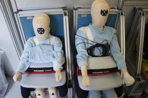 Vor dem Test bei Britax Römer: Dummies simulieren verschiedene Unfallsituationen und liefern wichtige Daten.  foto (c) kinderoutdoor.de