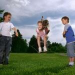 Schlangenfangen ein wiederentdecktes Kinderspiel