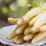 Für vegetarische Outdoor Kinder: Ein simples Rezept für Spargel vom Grill