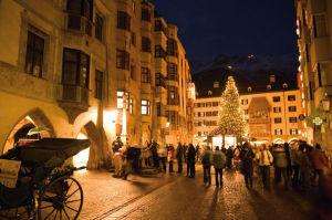 Adventsmarkt mit Goldenem Dachl, das ist Innsbruck im Advent! Foto ©Tirol Werbung