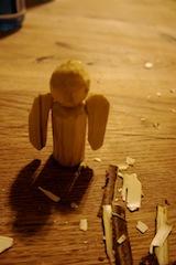 Fast ist unsere Holzschnitzerei im Advent schon fertig! Foto (c) kinderoutdoor.de