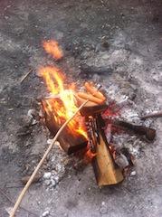 Ein Lagerfeuer ist der perfekte Abschluss  für einen Martinsumzug oder eine Waldweihnacht.  Foto (c) Kinderoutdoor.de