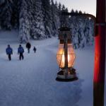 Schweiz: Laternen weisen den Wanderweg