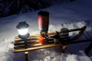 Der MSR Windboiler bringt auch bei arktischen Temperaturen den Kinderglühwein zum Kochen.  Foto (c) kinderoutdoor.de