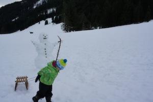 Da staunt selbst der Schneemann: Zwei Kilometer ist die längste Naturrodelbahn in Thüringen.  Foto (c) kinderoutdoor.de