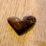 Basteln mit Naturmaterialien: Ein Kokosnuss Anhänger