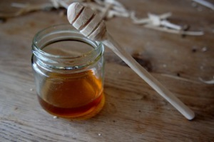 So sieht der aus: Der fertige Honiglöffel. Gut habt Ihr geschnitzt. Foto (c) kinderoutdoor.de