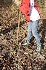 Ausflüge mit Kindern sind so was von spannend: Baut doch mit Kindern ein Zelt im Wald.  Foto (c) kinderoutdoor.de