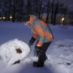 Iglu bauen mit Kindern: Im Schneehaus stehen!