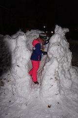 Iglu bauen macht den Kindern viel Freude, trotz eisiger Temperaturen. foto (c) kinderoutdoor.de