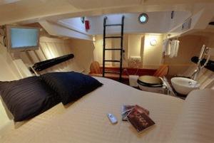 Eine Nacht im Rettungsboot? Die Lilla Marras liegt in Harlingen (Niederlanden) vor Anker und bietet zwei Übernachtungsgästen Platz. Foto (c) Reddingsboot.nl