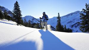 Erfahrene Bergführer bieten individuelle Schneeschuhtouren in Liechtenstein an.  Foto (c) Liechtenstein Marketing
