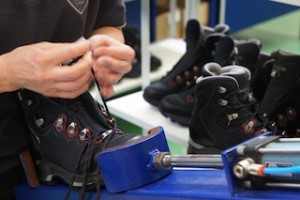 Lowa stellt einen großen Teil seiner Schuhe in Europa her.  Foto (c) KInderoutdoor.de
