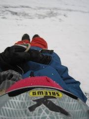 Für alle die auf Nummer sicher gehen wollen beim Schlitten fahren: Helm auf! Foto (c) kinderoutdoor.de