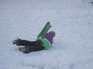 Bei der Schnitzeljagd im Winter gehört eine Schlittenstaffel unbedingt dazu. Foto (c) kinderoutdoor.de