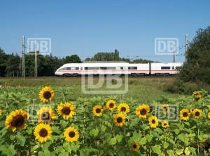 Fahrn, fahrn, fahrn mit der Eisenbahn.  Mit der Bahn kommt Ihr umweltfreundlich zu den Outdoor Zielen. Foto (c) Deutsche Bahn AG, Urheber Claus Weber