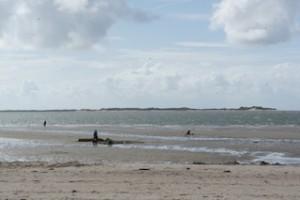 Wo die Nordseewellen spülen an den Strand. Manche Campingplätze haben mehr zu bieten als Parzellen mit Jägerzaun.  Foto (c) Kinderoutdoor.de