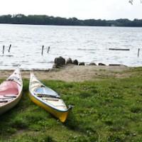 Nah am Wasser gebaut ist der Zeltplatz der DJO Bosau am Plöner See. Foto (c) kinderoutdoor.de