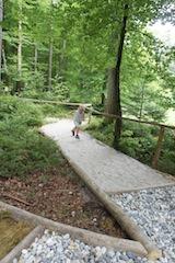 Eine Schnitzeljagd im Wald ist immer lustig. Foto (c) Kinderoutdoor.de