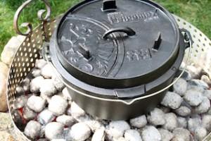 Vielseitig lässt sich der Feuertopf von Petromax einsetzen.  Foto (c) petromax