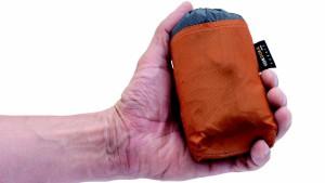 Eipackt is! So klein lässt sich der neue Robens Rucksack zusammenlegen. Foto (c)  Oase Outdoors ApS