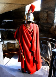 In voller Rüstung geht es auf die Schnitzeljgad im alten Rom.  Foto (c) kinderoutdoor.de