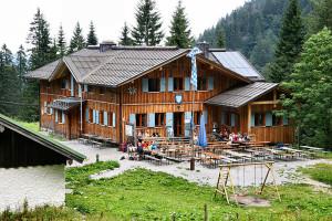 Die Tutzinger Hütte gehört zu den familienfreundlichen DAV Berghütten. Foto (c) Foto: Karsten Dörre (grizurgbg) Lizenz: Creative Commons by-sa 3.0 de / Kurz