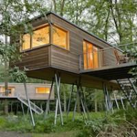 Was für ein Design! So stylisch kann ein gelungenes Baumhaus aussehen, wie hier bei Baumgeflüster in Bad Zwischenahn.   Foto (c) Baumgeflüster
