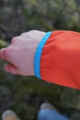 Wie hochwertig die Softshelljacke von Salewa verarbeitet ist, zeigt sich auch an den elastischen Bündchen.  Foto (c) kinderoutdoor.de