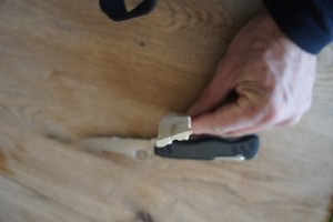 Jetzt haben wir den ersten Teil von unserem Hubschrauber-Propeller geschnitzt.  Foto (c) Kinderoutdoor.de