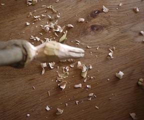 Hier schnitzen wir den Kopf der Ente weiter. Foto (c) kinderoutdoor.de