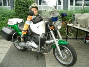 Bei unserer Polizei Schnitzeljagd sind die kleinen flott unterwegs.  foto (c) R. B.  / pixelio.de