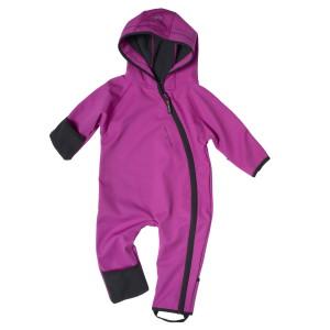 Auch Babys sind aktive Outdoorer! Dafür gibt es jetzt das  Wind & Rain Baby Jumpsuit.  Foto (c) Isbjörn of sweden