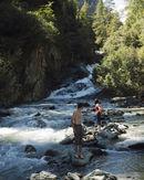 Kinder und Wasser, das gehört zusammen. So auch bei den Umbalfällen in Osttirol.  Foto (c) Tirol Werbung
