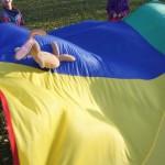 Kindergeburtstag: Ein Schwungtuch bringt Schwung in die Bude