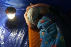 Wohl zu ruhn! Im kuscheligen Kinderschlafsack Kids grow Monster von Grüezi Bag schlafen die Kinder schnell ein.  Foto (c) kinderoutdoor.de