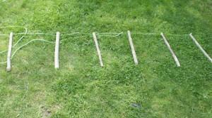 Probelauf! Haben wir die Verteilung der Sprossen richtig ausgerechnet? Bevor wir die Strickleiter bauen, prüfen wir das noch einmal. foto (c) kinderoutdoor.de