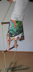 Rauf auf die Strickleiter! Hier ein erster Test. Die Sprossen halten.  foto (c) kinderoutdoor.de