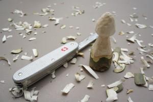 Ein frisches Pilz bitte! Mit dem Schnitzen sind wir soweit fertig.  Foto (c) kinderoutdoor.de