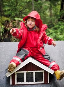 Frau mit Haus, sucht Mann mit Garten. Die Boardman Kid´s  Bib Pant von Didriksons sind perfekt für Schmuddelwetter.  Foto (c) didriksons